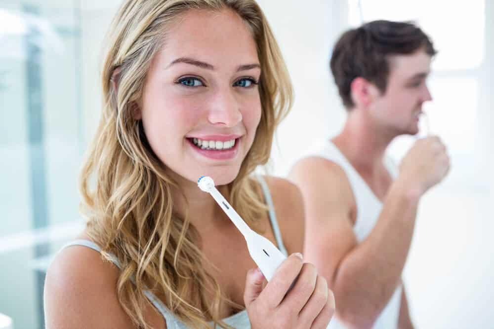 Zahnschmelz stärken – so machen Sie es richtig